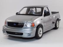 Ford Pick-Up SVT F-150 cinza